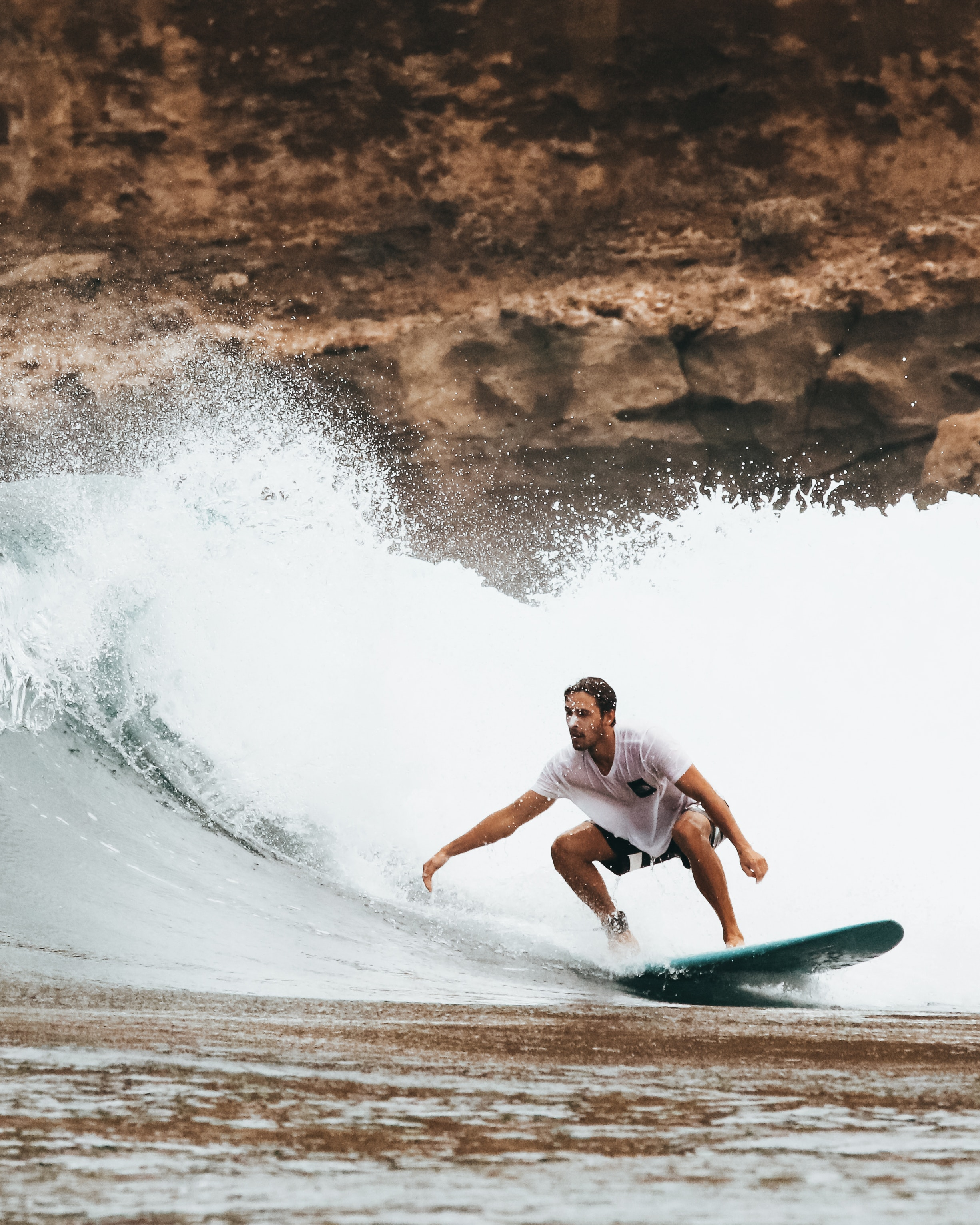 Some Important Tactics That Novice Surfers Should Learn From Professional Surfers