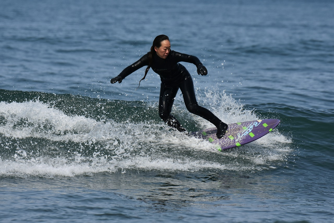 Two Surf Leagues: Go The Same Wave