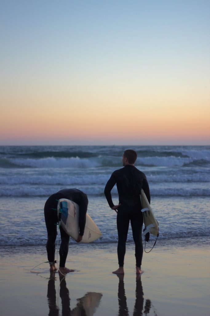Pros Of Using A Surfing Guide For Professional Surfers